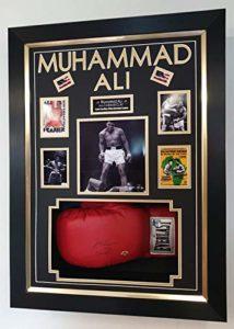www.SignedMemorabiliaShop.co.uk Gant de Boxe encadré signé Muhammad Ali aka Cassius Clay