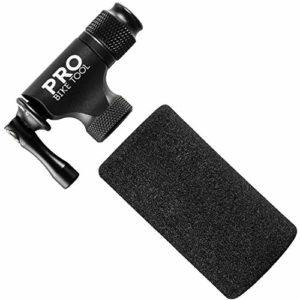 PRO BIKE TOOL Pompe à CO2 de Rapide et Facile – Compatible avec valves Presta et Schrader – Pompe pour vélo de Course et VTT – Housse Isolée – ne Contient Pas de Cartouche de CO2 (Matt Black)