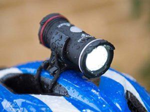 Topside Casque Avant et Arrière et lumière de vélo . Rechargeable, étanche et durée de fonctionnement de 18 heures